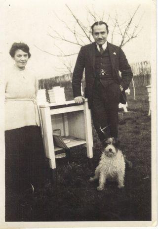 Annie-and-Zaki-TheApisClub-Benson-UK-1921