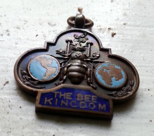 Realia-The Bee Kingdom - Medallion1