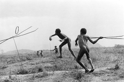 Rockefeller2_boys_play_at_war_with_grass