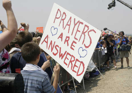 8410719_local_extreme_prayerstandal